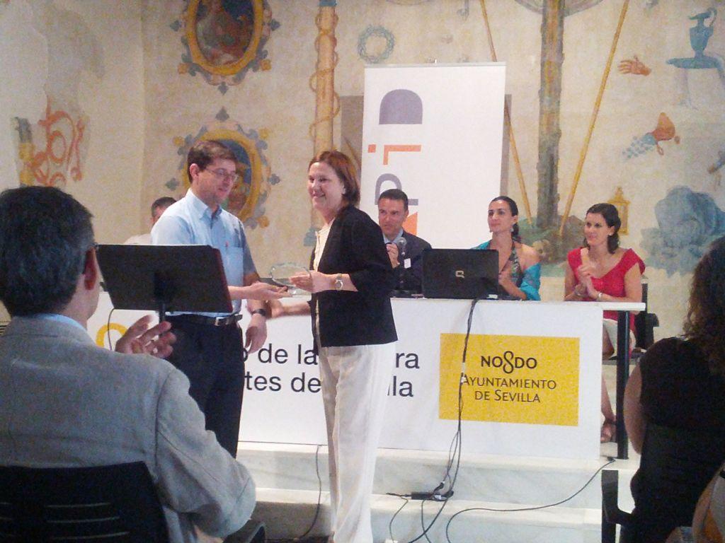 Federico Galán (AAPID) y Carmen Baena (Biblioteca UPO)